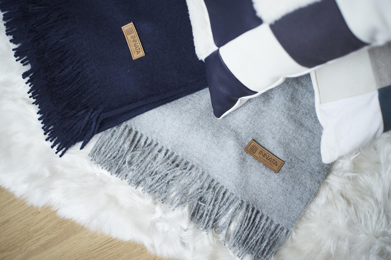 INNATA plaid gris, plaid bleu et fourrure alpaga